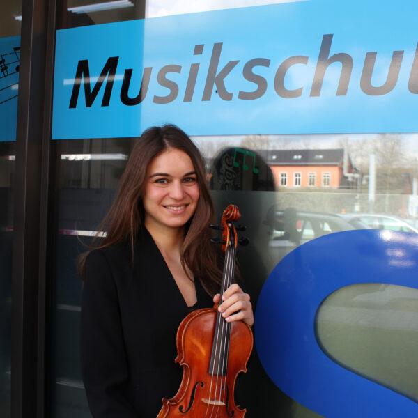 Milica Kovačević (Violine / Bratsche)